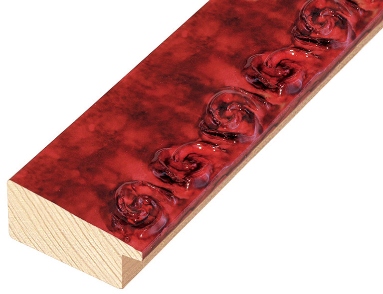 Moulding pine with decorations in relief - Bright red