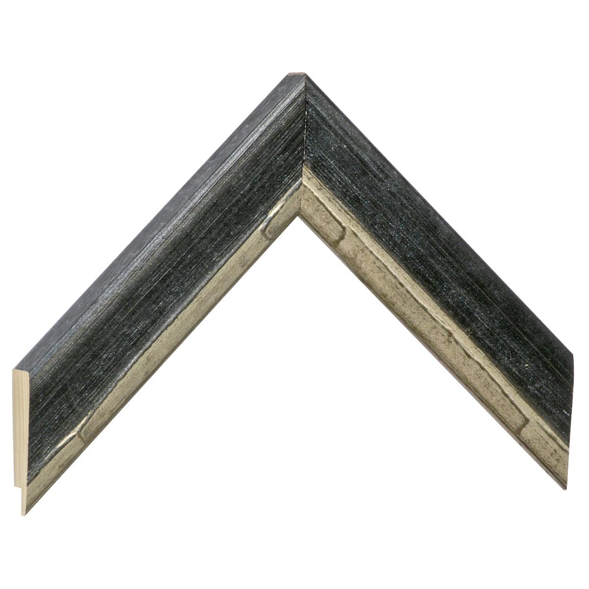 Corner sample of moulding 472NOTTE