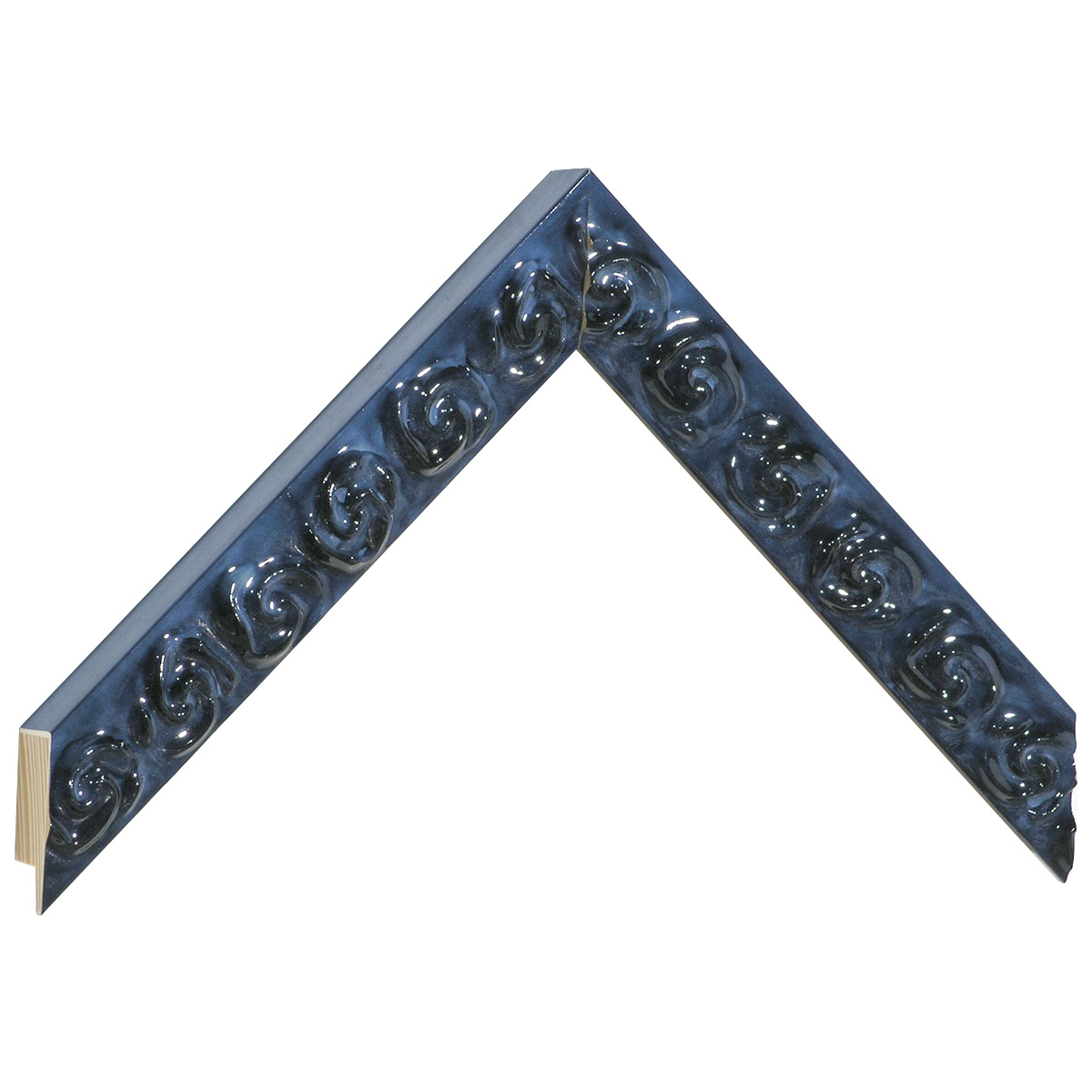 Moulding pine with decorations in relief - Bright blue